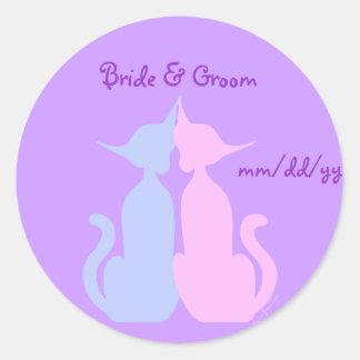 Kitty Love Wedding Classic Round Sticker