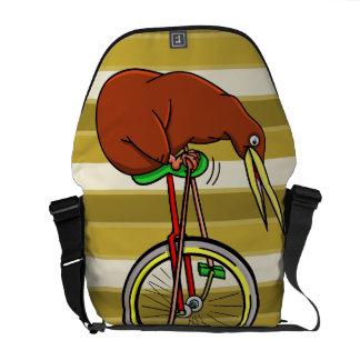 Kiwi que monta un ejemplo divertido del Unicycle Bolsa De Mensajeria
