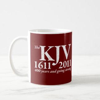 KJV todavía que va fuerte en el blanco apenado Taza De Café