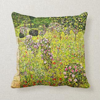 Klimt - jardín con los rosas, arte de la fruta de  almohada