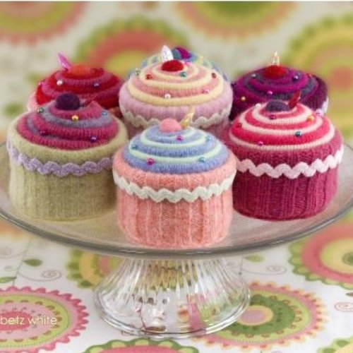 knitted cupcakes magnet