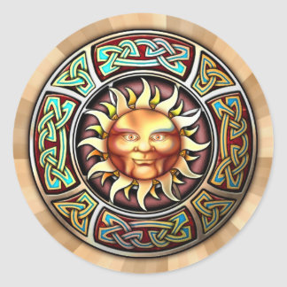 Knotwork Sun hace frente a los pegatinas Etiqueta Redonda