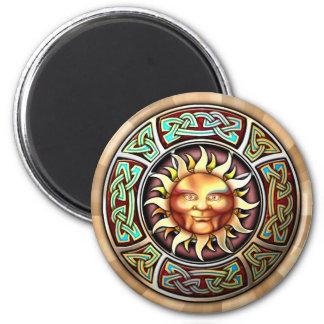 Knotwork Sun hace frente al imán