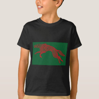 Knotwork Wolf, Red on Green T-Shirt