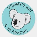 Koala del dolor de cabeza pegatina redonda