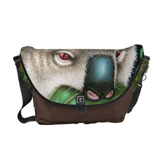 Koala que masca una bolsa de mensajero del carrito bolsa messenger