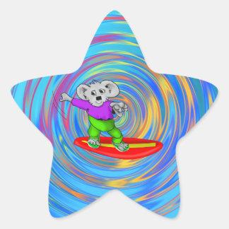 Koala que practica surf pegatina en forma de estrella
