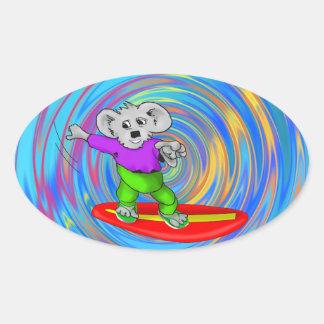 Koala que practica surf pegatina ovalada