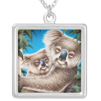 Koala y collar del bebé