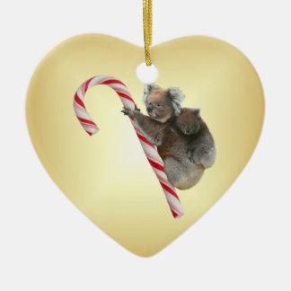 Koalas australianas del navidad en el bastón de adorno de cerámica en forma de corazón