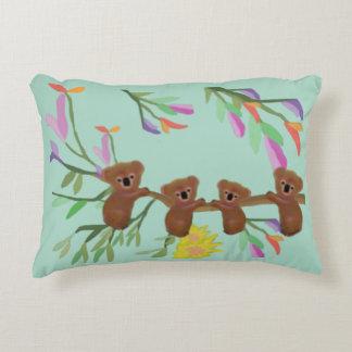 Koalas del bebé cojín decorativo