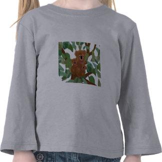 Koalas en el eucalipto camiseta