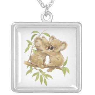 Koalas lindas del bebé colgante cuadrado