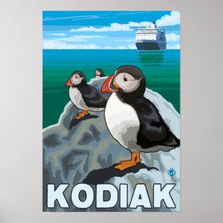 Kodiak, AlaskaPuffins y barco de cruceros de Alask Poster