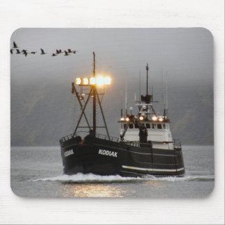Kodiak, barco del cangrejo en el puerto holandés,  mouse pad