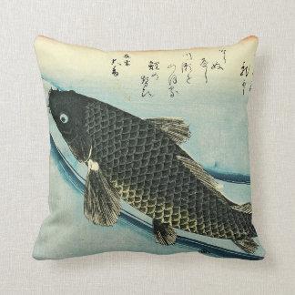 Koi (carpa) - impresión japonesa de los pescados cojín