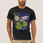 Koi y camiseta del lirio de agua