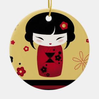 Kokeshi rojo adorno redondo de cerámica