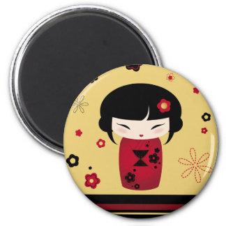 Kokeshi rojo imán redondo 5 cm