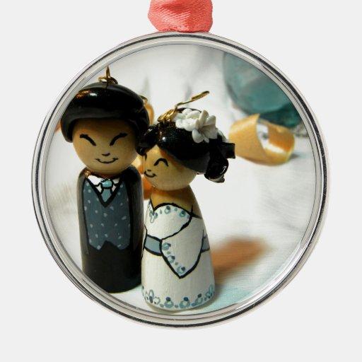 Kokeshi Wedding I Round Metal Christmas Ornament