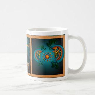 Kokopelli con de Sun la taza de la plantilla hacia
