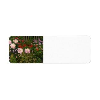 Koloman Moser - flores florecientes con la cerca d Etiqueta De Remitente