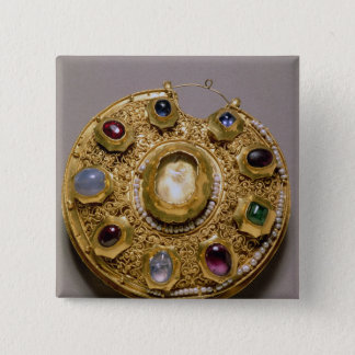 Kolt medallion, gold set with pearls and button
