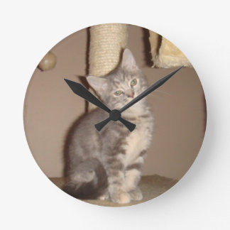 Konfoozled Kitty Round Clock