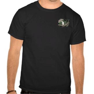 Kookaburra que se sienta en una rama de árbol camisetas