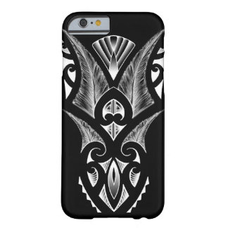 Koru maorí del negro del diseño del tatuaje funda de iPhone 6 barely there
