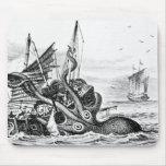 Kraken/pulpo Eatting un barco pirata, negro/blanco Alfombrillas De Ratón