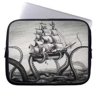 """Kraken que soporta un pirata/un velero 10"""" manga fundas computadoras"""
