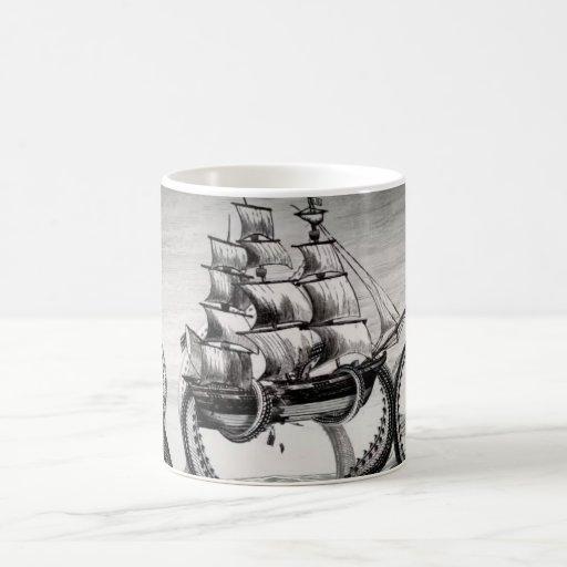 Kraken que sostiene el pirata/la taza del blanco