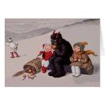 Krampus que juega con nieve de los niños tarjeton