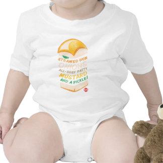 Krystal apiló trajes de bebé