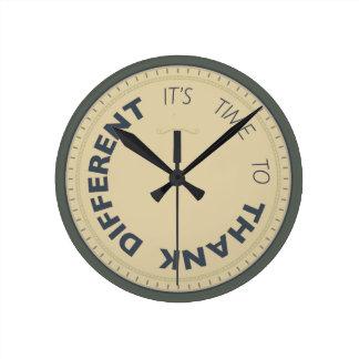 Kudos® Round Clock