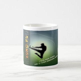 Kung-Fu divertido Taza Básica Blanca