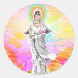 Kwan Yin la diosa de la compasión con rosa Pegatinas Redondas