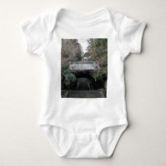 kyoto: arashiyama: mountain and river t shirt