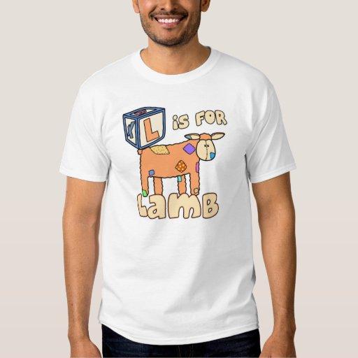 L está para la camiseta del niño del cordero (el playera