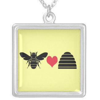 La abeja ama negro pendiente del collar de la colm
