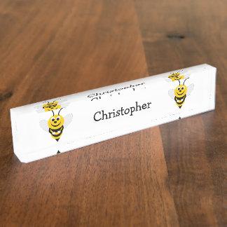 La abeja apenas añade nombre
