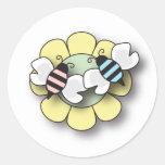 La abeja del bebé hermana al pegatina del muchacho