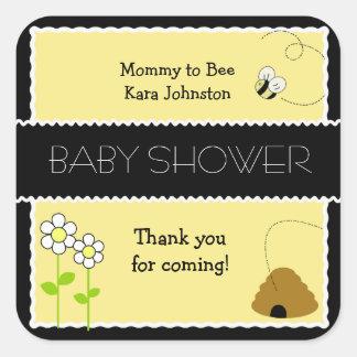 La abeja feliz manosea al pegatina CUADRADO del