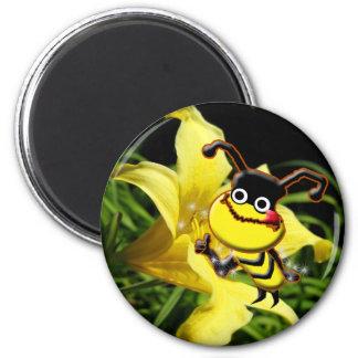 La abeja grande tiene gusto del imán del polen