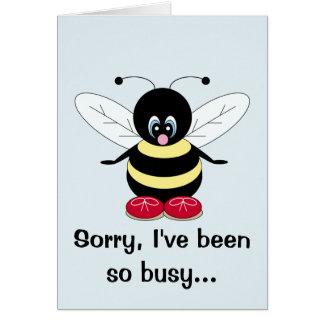 La abeja ocupada que piensa en usted carda tarjeta de felicitación
