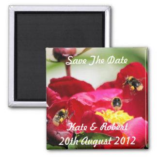 La abeja y el Peony, ahorran el imán de la fecha