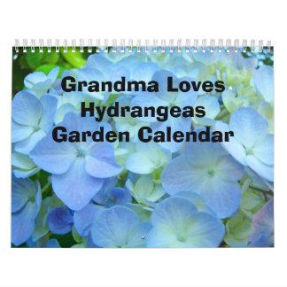 La abuela ama el calendario del jardín de los Hydr
