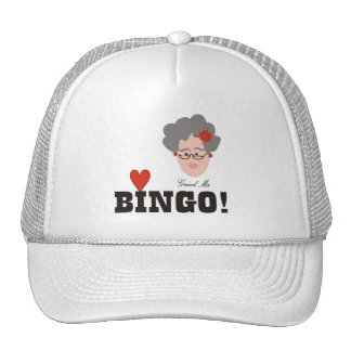 La abuela ama el gorra del bingo