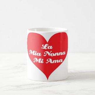 La abuela me ama (el italiano) taza clásica